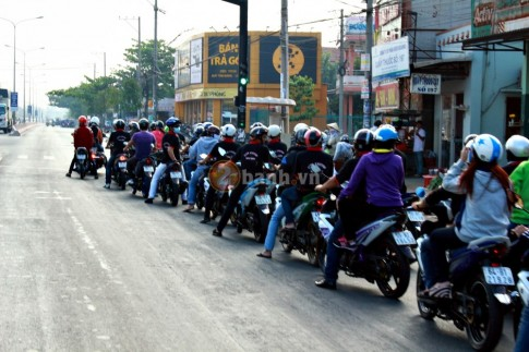 Hiệu lệnh cần biết khi di chuyển môtô/xe máy các club khi theo đoàn