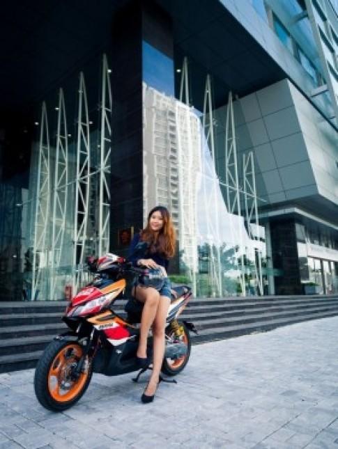 Hình ảnh cá tính bên xe máy của các thiếu nữ Việt