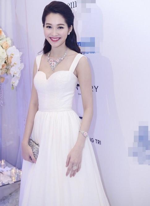 Hoa hậu Thu Thảo, Jennifer Phạm mặc đẹp nhất tuần qua