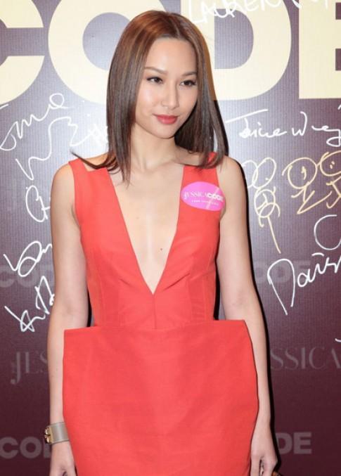 Hoa hậu Từ Tử San chuộng váy áo hở ngực
