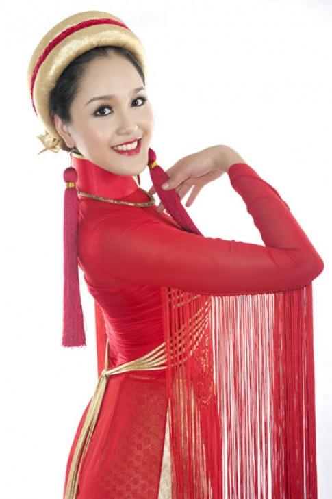 Hoang Anh mang ao dai 'Sen Viet' du Miss Earth