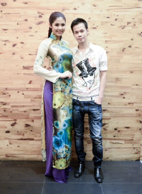 Hoang Hai mang ao dai sang Italy trinh dien