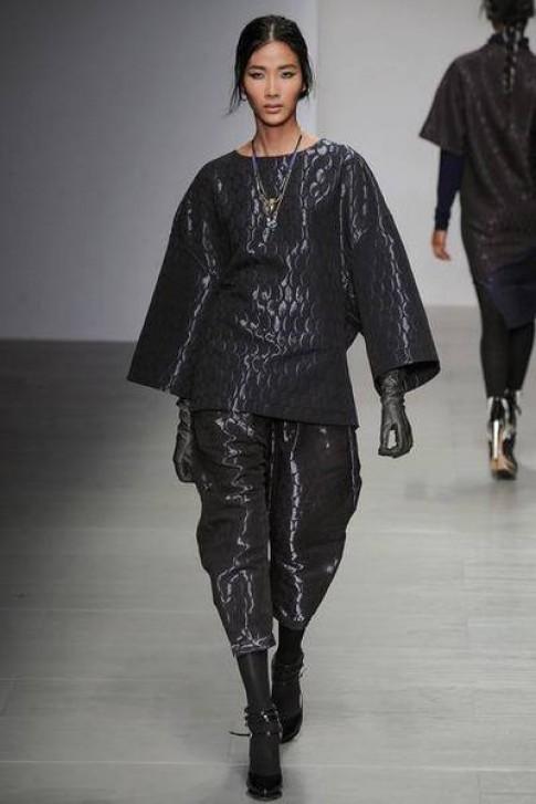 Hoang Thuy duoc dien 2 show tai London Fashion Week