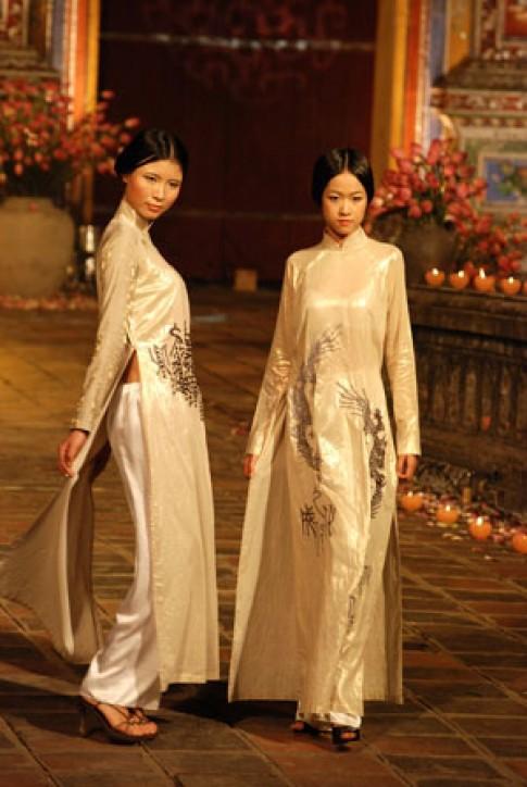 Hon xua trong le hoi ao dai Hue
