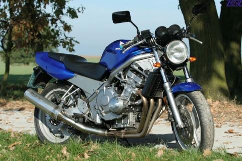 Honda CB400 doi dau va nhung dieu it ai biet
