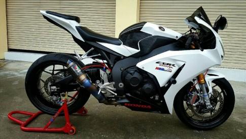 Honda CBR1000RR độ nhẹ với những món đồ chơi giá trị