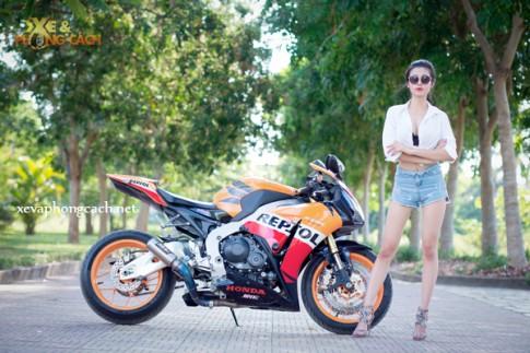 Honda CBR1000RR Repsol đầy phong cách bên chân dài gợi cảm