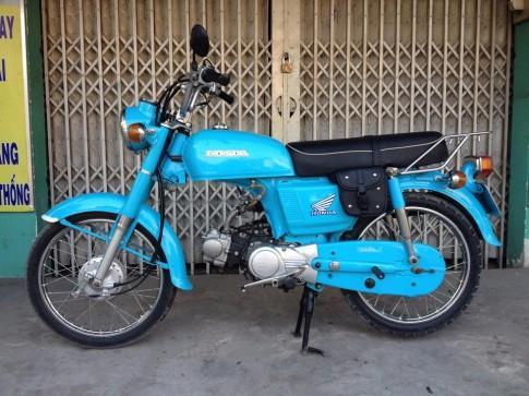 Honda CD don keng xa beng voi tong xanh nuoc bien