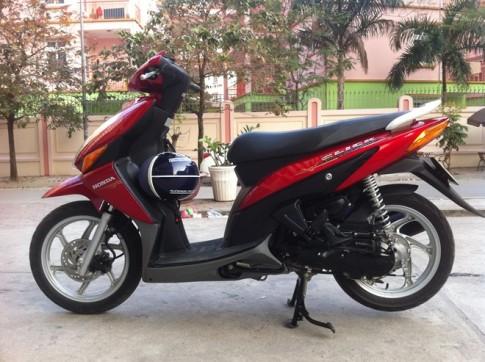 "Honda Click ""Ke gay chien"" tai Viet Nam"