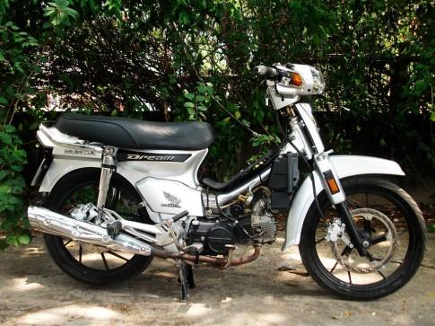 Honda Dream sieu nhan bac