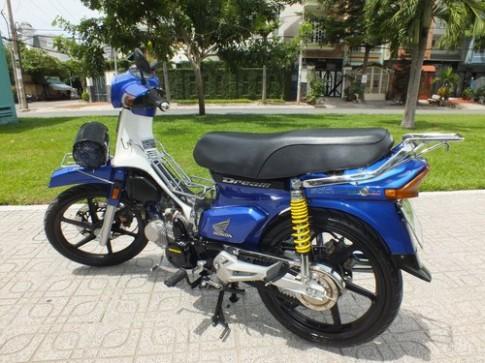 Honda Dream Thái xanh dương độ khủng cùng dây curoa