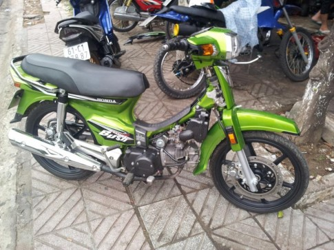 Honda Dream xanh nghi van cua tong thong Bush