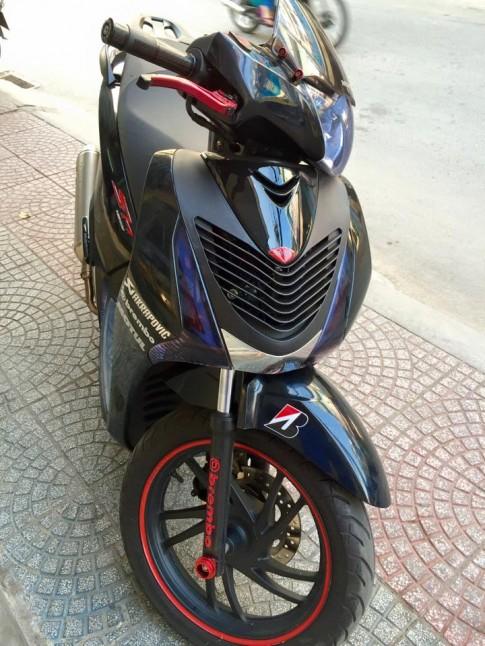 Honda SH do phien ban xanh den Sporty sanh dieu