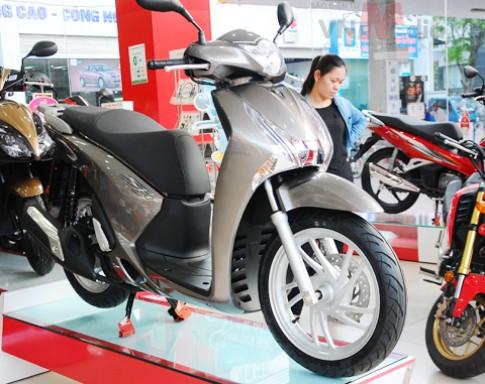 Honda SH đội giá thêm 10 triệu vì cháy hàng