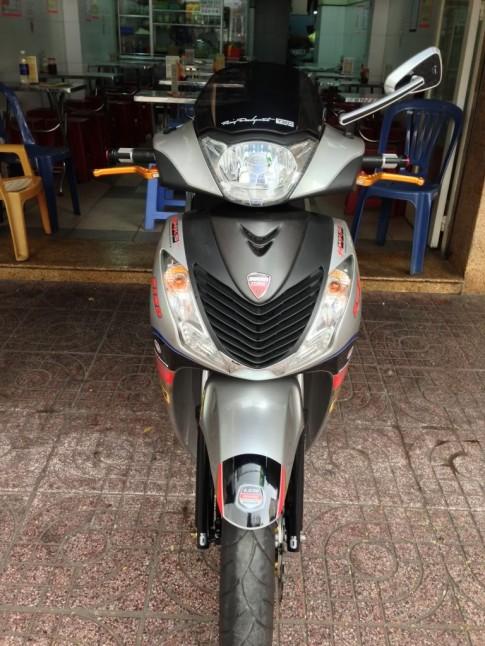 Honda Sh full tem voi do choi cung khu