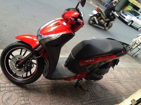 Honda Sh voi mau do Candy cuc tuoi