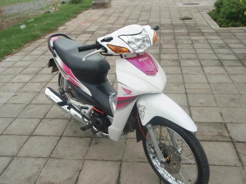 Honda Wave Trắng hồng
