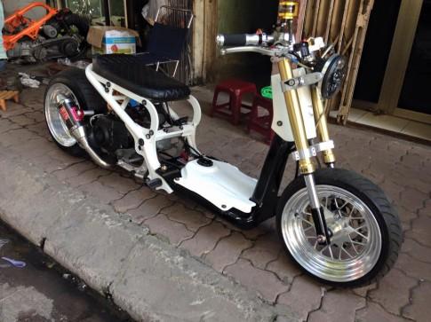 Honda Zoomer do khung voi do choi hang hieu
