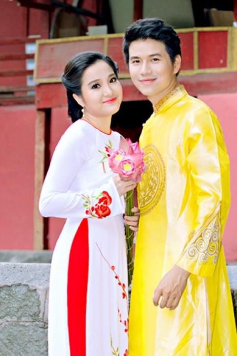 Hong Phuong dien 3 ao dai xuan
