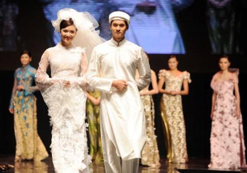 Hồng Quế 'cưới' trên sàn diễn