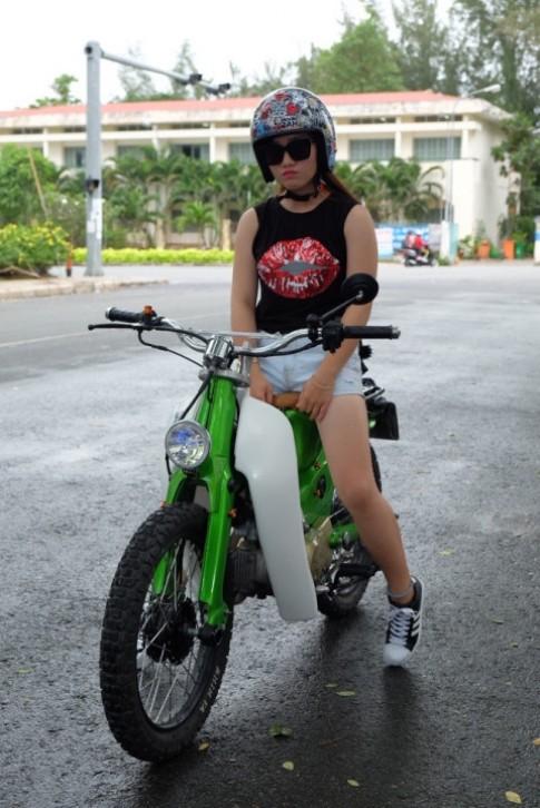 Hot girl cung xe cub do