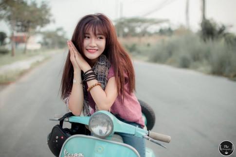 Hot girl Sài Gòn xinh tươi bên cạnh Vespa Super cổ