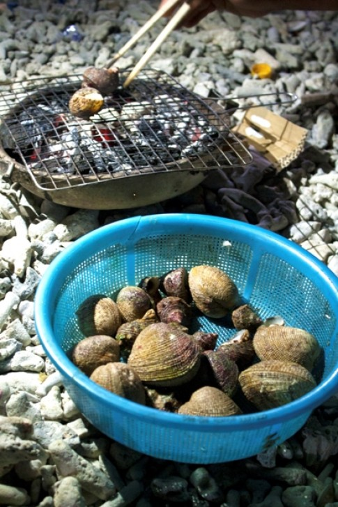 Huong vi hai san nuong tren bien dem Ly Son