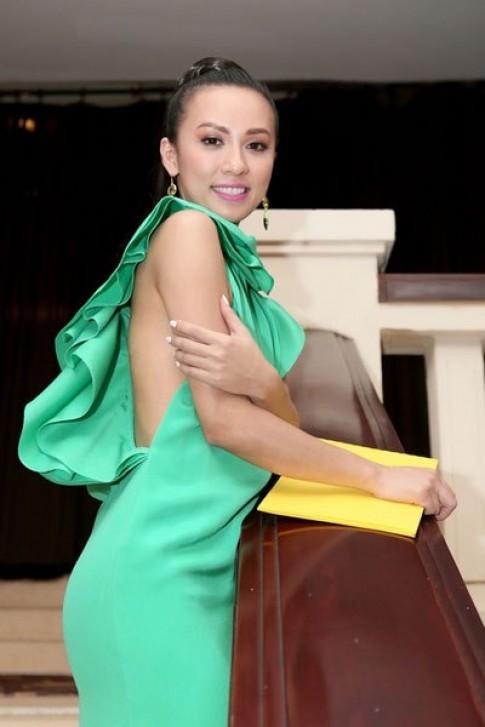 Huyền Ny diện váy 80 triệu đồng giống sao phim 'Transformer'