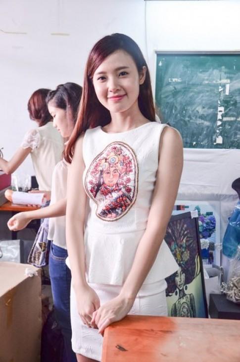 Huyen Trang lam mau cho suu tap tot nghiep cua Midu
