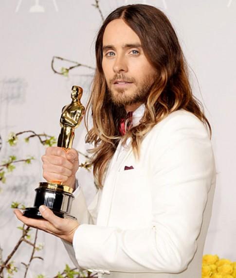 Jared Leto để tóc bẩn đi dự Oscar