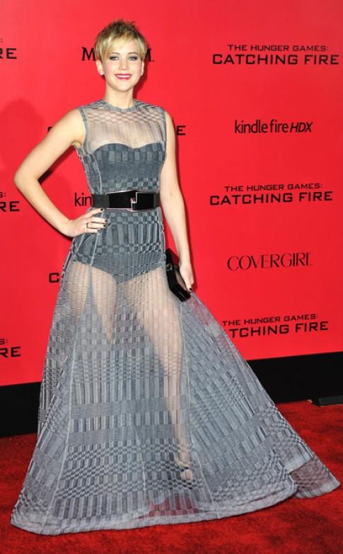 Jennifer Lawrence thu hut voi vay xuyen thau