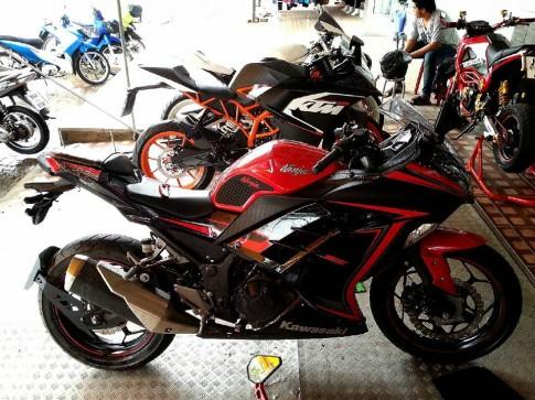 Kawasaki Ninja 300 do nhe nhang tai Thai Lan