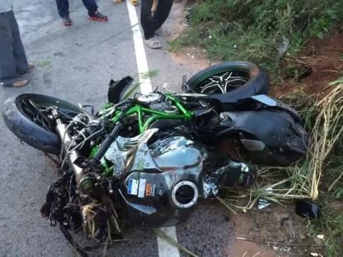 Kawasaki Ninja H2 tan tanh khi bi va cham o toc do cao