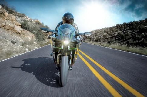 Kawasaki Ninja H2 tay dua duong pho voi gia ban 25.000 USD