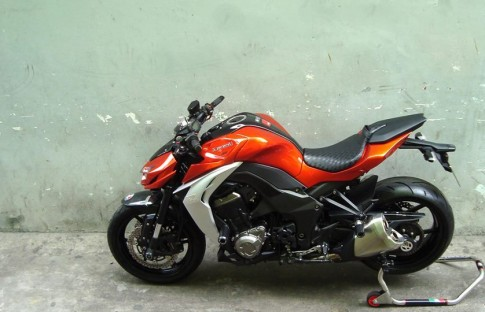 Kawasaki Z1000 do nhieu mon Evotech va Rizoma