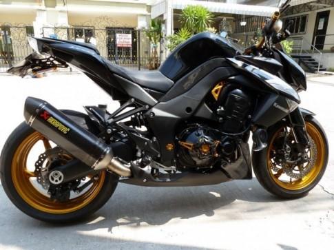 Kawasaki Z1000 ép cân làm siêu mẫu