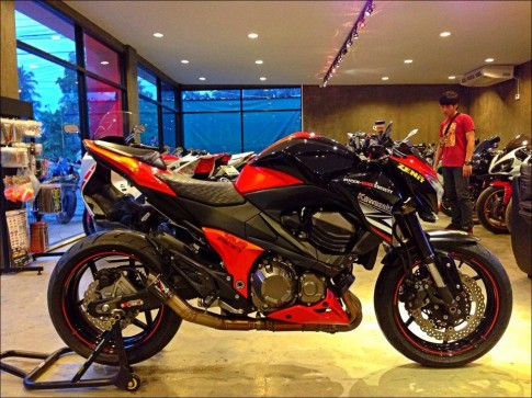 Kawasaki Z800 đỏ đen mạnh mẽ cùng Austin Racing
