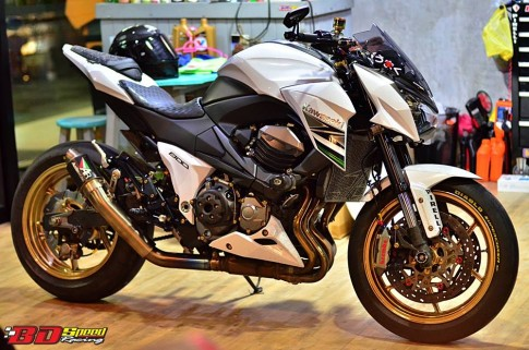 Kawasaki Z800 do sanh dieu cung dan phu kien hang hieu