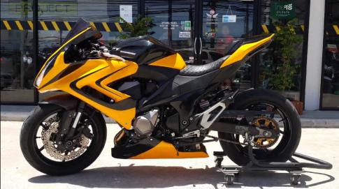 Kawasaki Z800 do Sportbike voi den pha Vario doc dao tren dat Thai