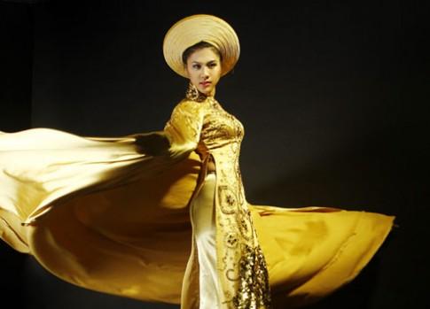 Kim Dung mang áo dài vàng thi Siêu mẫu châu Á