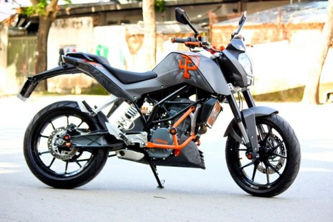 KTM Duke 200 do an tuong voi dan ao duoc ve Airbrush tai VN