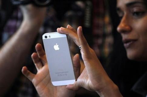 Lai ro tin iPhone 6 ra mat thang 8, 2 phien ban man hinh co lon