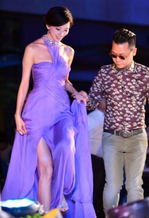 Lâm Chí Linh khoe lưng thon quyến rũ