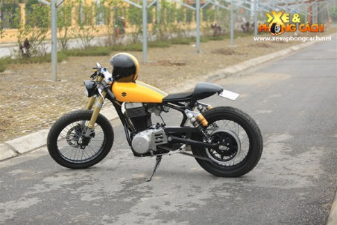 Lang tu duong pho Suzuki Savage 400 Cafe cua biker Ha Noi