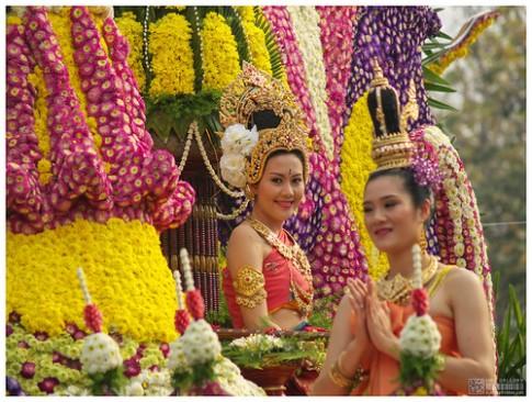 Le hoi hoa ruc ro tai Chiang Mai