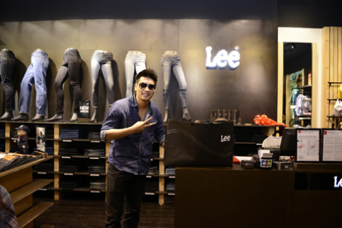Lee khai truong cua hang lon nhat tai Viet Nam