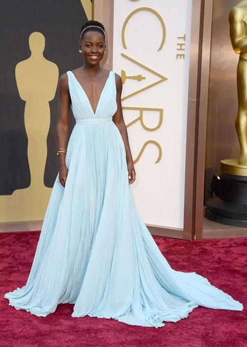 Lupita Nyong'o chon vay xanh den Oscar vi tinh yeu que huong