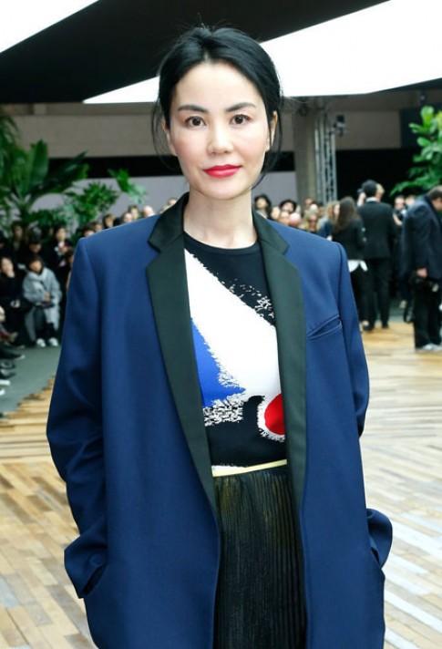 Lưu Thi Thi, Vương Phi mỗi người một vẻ đi xem thời trang