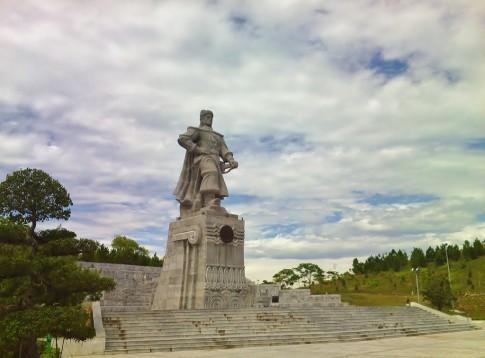 """Ly giai """"la so tu vi"""" cua Hoang de Quang Trung"""