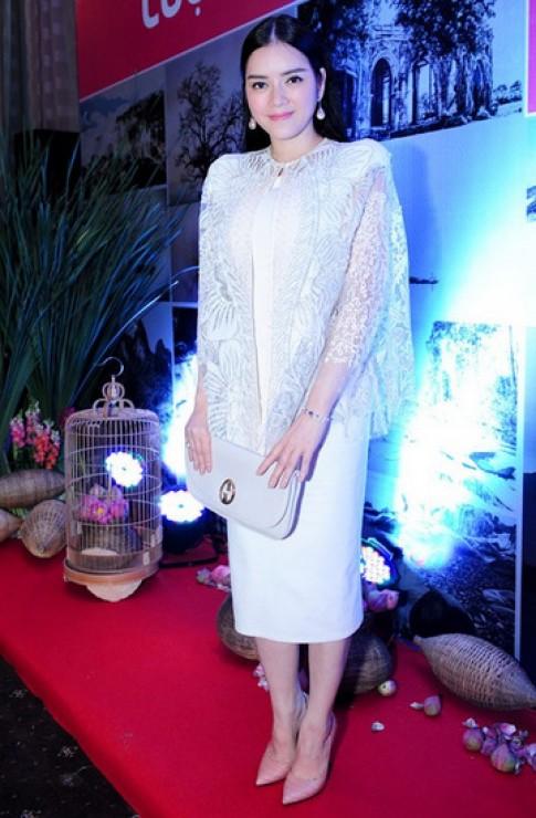 Ly Nha Ky, Hong Nhung dan dau top sao dep tuan qua